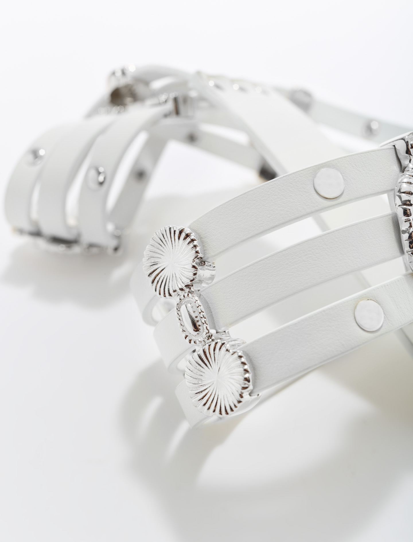 Leather belt with flower details - White