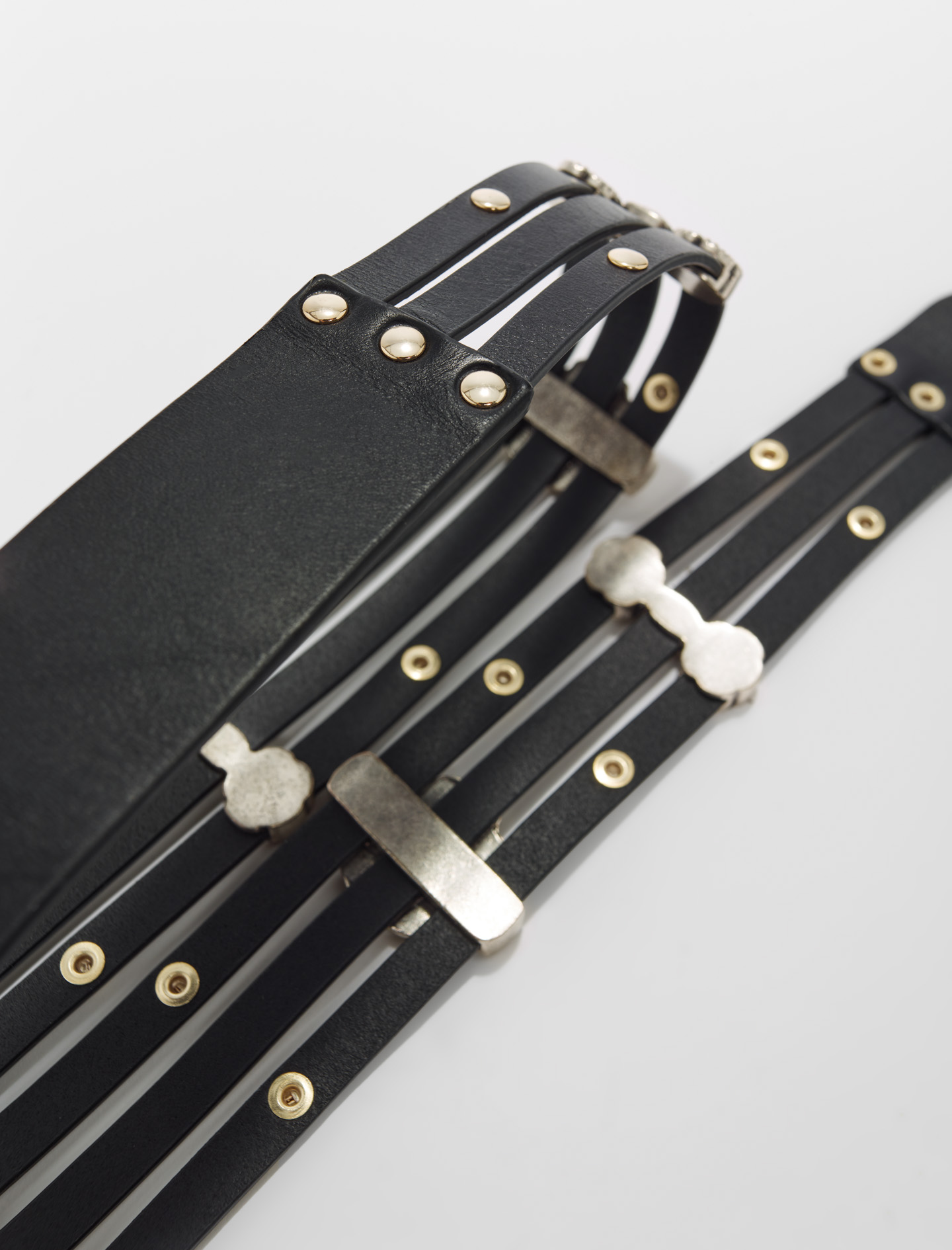 Leather strap with floral details - Black