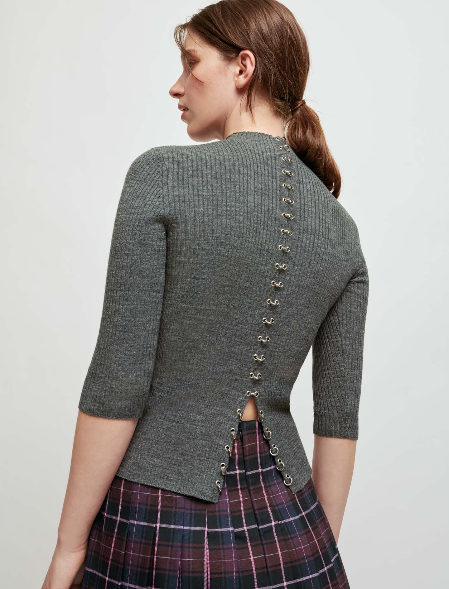Pullover with collar and piercings  - Grey