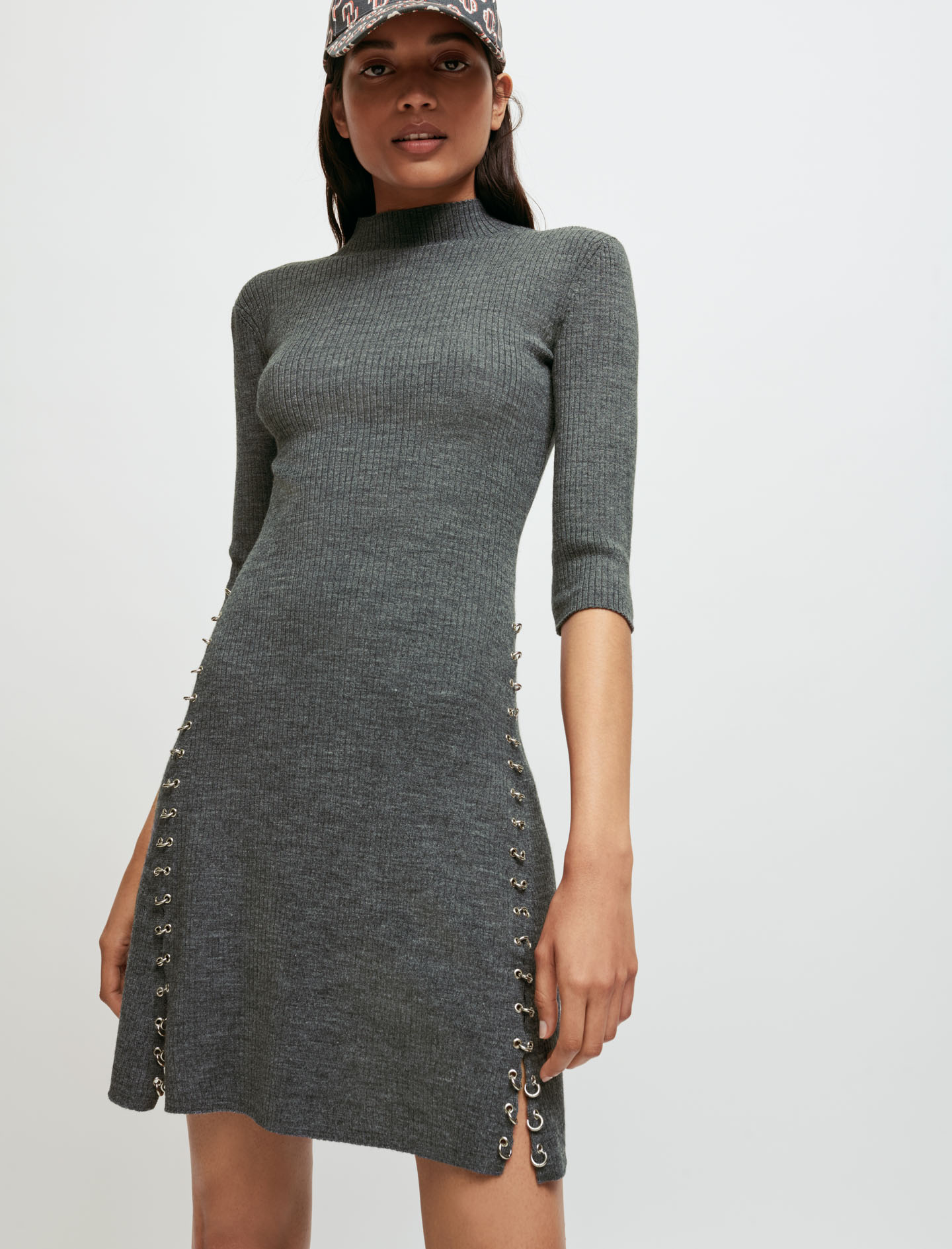 Knitted dress with collar and piercings - Grey