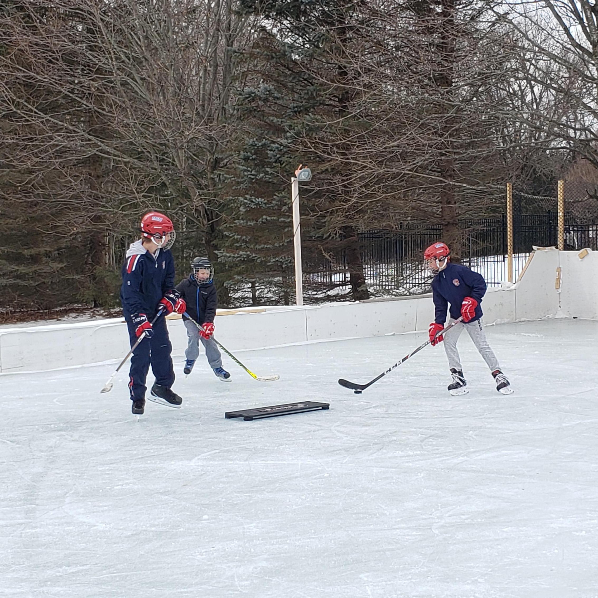 xPasser™ Dual Pro backyard rink at xHockeyProducts.ca Canada