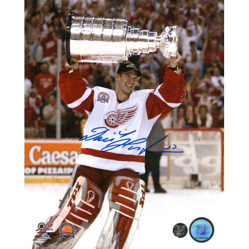 Dominik Hasek Autographed Detroit Red Wings 8X10 Photo (w/Cup)