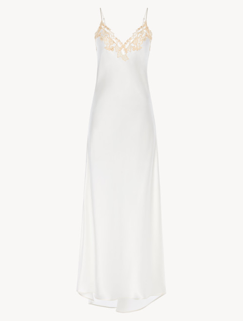 Long nightgown in white with frastaglio