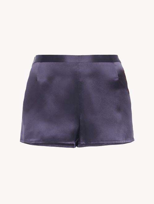 Shorts in violet