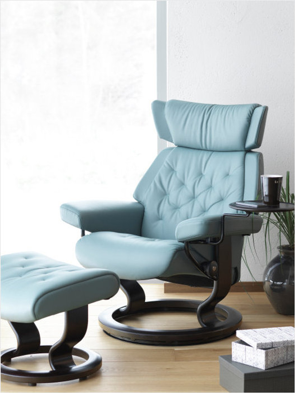 Fabulous Small Stressless Skyline Recliner Classic Base With Ottoman By Ekornes Beatyapartments Chair Design Images Beatyapartmentscom