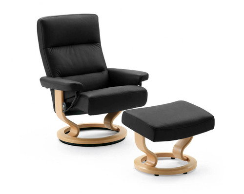 enjoy clearance pricing on a new stressless tampa recliner by ekornes