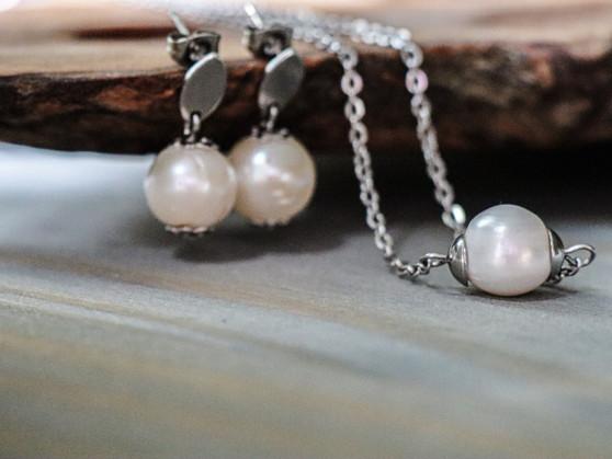 Classy Pearl Necklace & Earrings Set