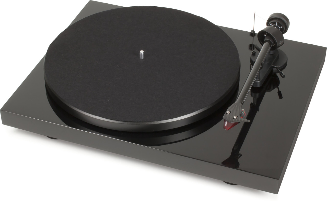 Pro-Ject Debut Carbon Turntable Inc. Ortofon 2M Red Cartridge