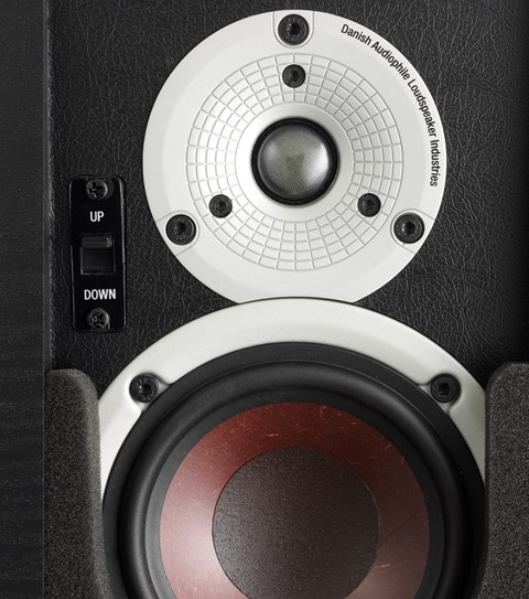 "4½"" low loss wood fibre woofer and a 21mm ultra-light soft dome tweeter"