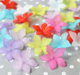 27mm Pointed petal lucite flower beads