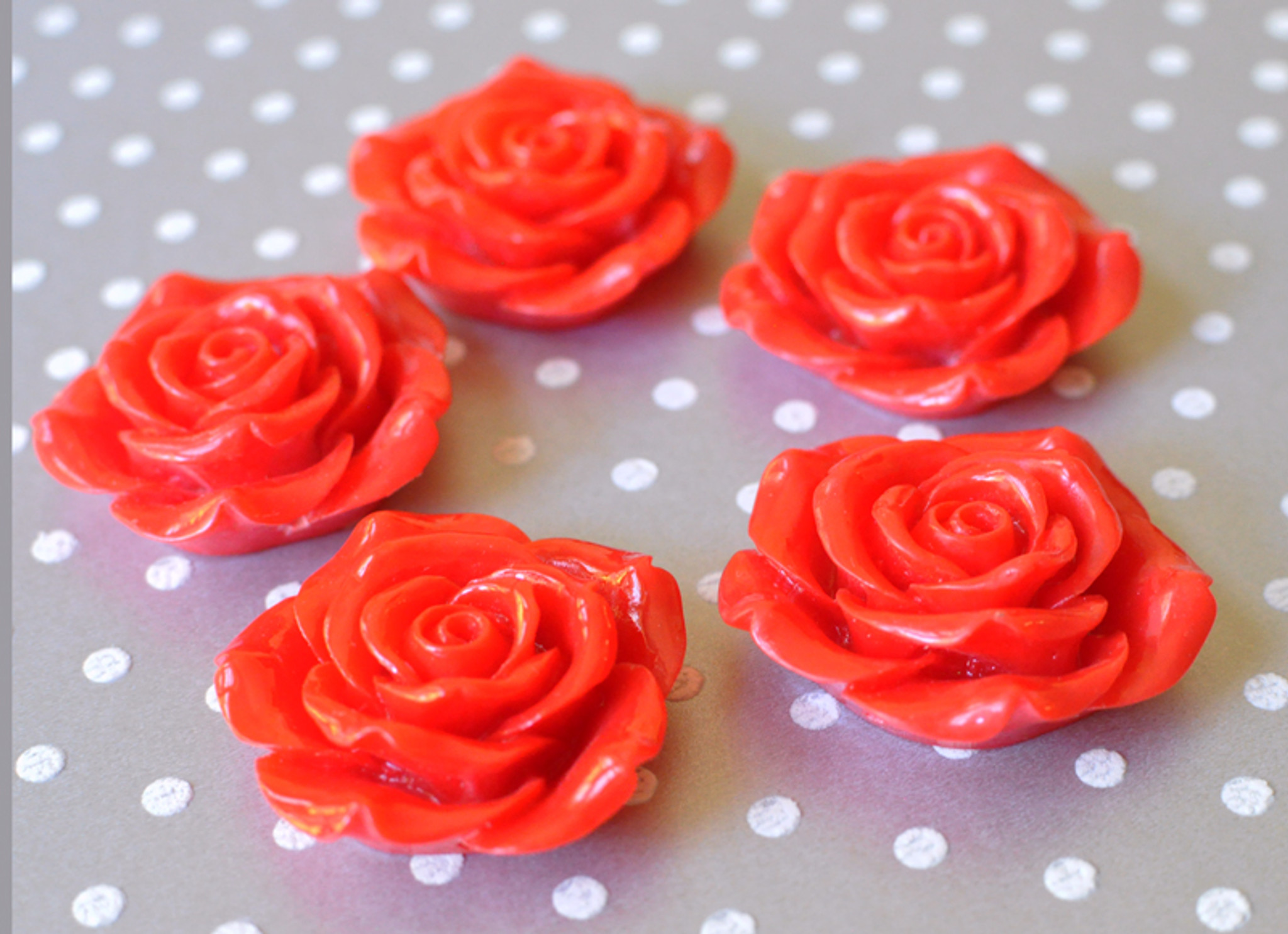 42mm Red resin flower beads