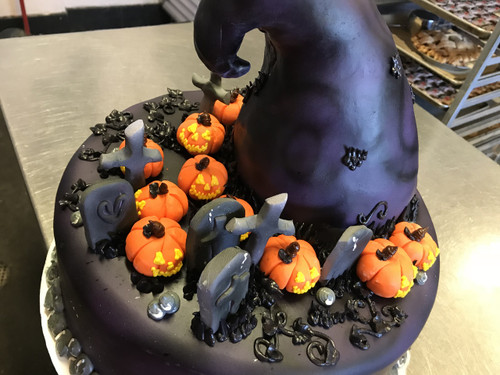 """""""Nightmare Before Christmas"""" Witch Hat Cake"""