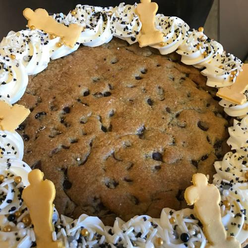 ™Oscars Chocolate Chip Cookie Cake