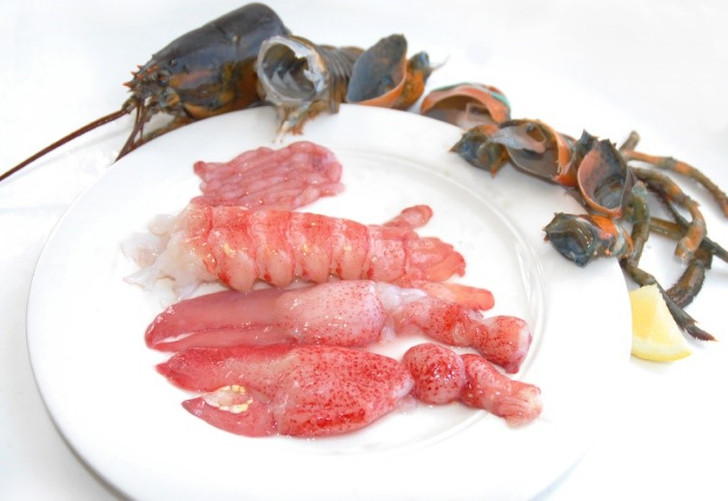 Raw Maine Lobster Meat (2 lb Bag)