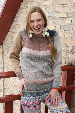 Catalonia Road tan ivory heather grey taupe raglan pullover sweater size X/S on a model in front of a brick wall, designed and knit by Wrapture by Inese