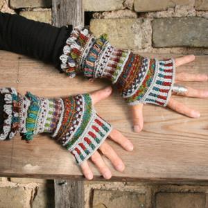 Jumis wrist warmers pattern by Inese Iris Liepina for Urth Yarns