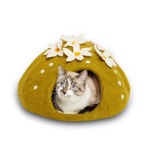 This cactus cave is the perfect compliment to your home interior. Their copyrighted design is definitely one of our most popular styles, with furbabies and their families! Approximately 16″ diameter and 12″ high, this cave is best for cats and small dogs up to 14 lbs.