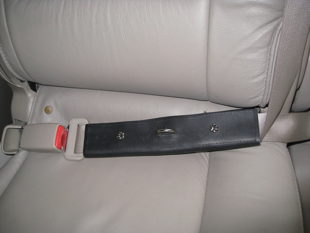 Seat belt shoulder and lap attached