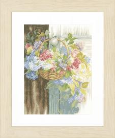 Counted Cross Stitch Kit: Flower Basket (Linen)