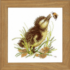 Counted Cross Stitch Kit: Duckling and Bumble Bee (Aida,W) By Lanarte