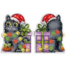 Christmas Decoration Cat With Garland On Plastic Canvas By MP Studia