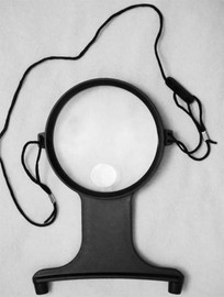 Acrylic Neck Magnifier in Black