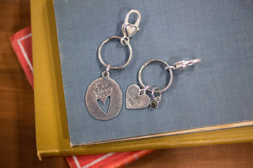 I carry your heart/ with me keychain set