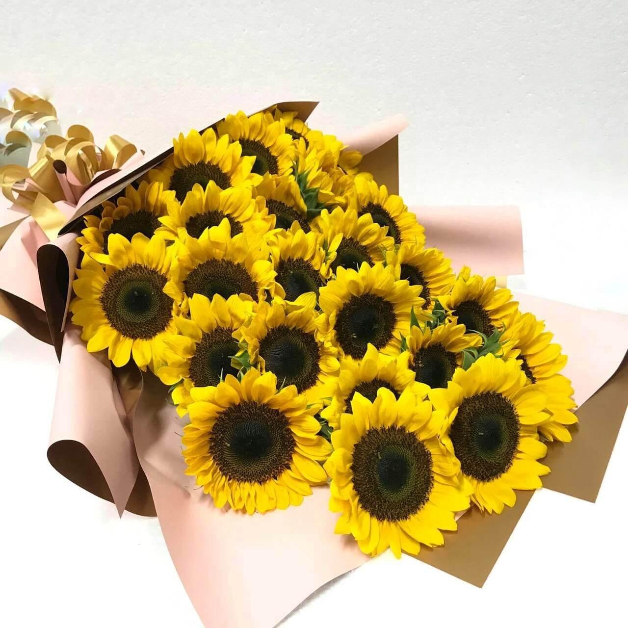 24 Sunflowers Giant Bouquet