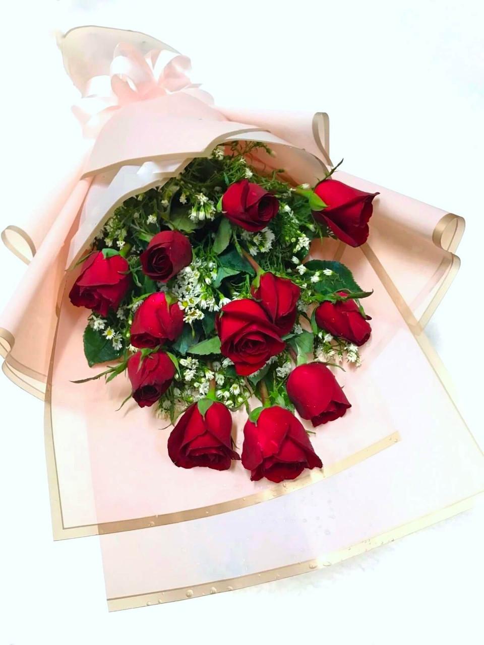 Classic Dozen Red Roses Bouquet