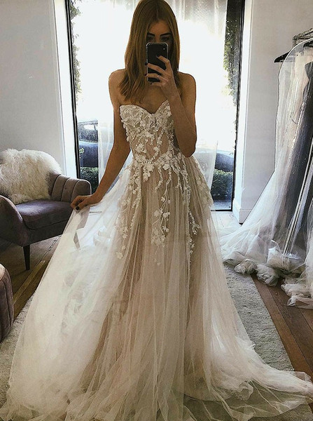 Romantic Tulle A-Line Sweetheart Wedding Dress with Appliques