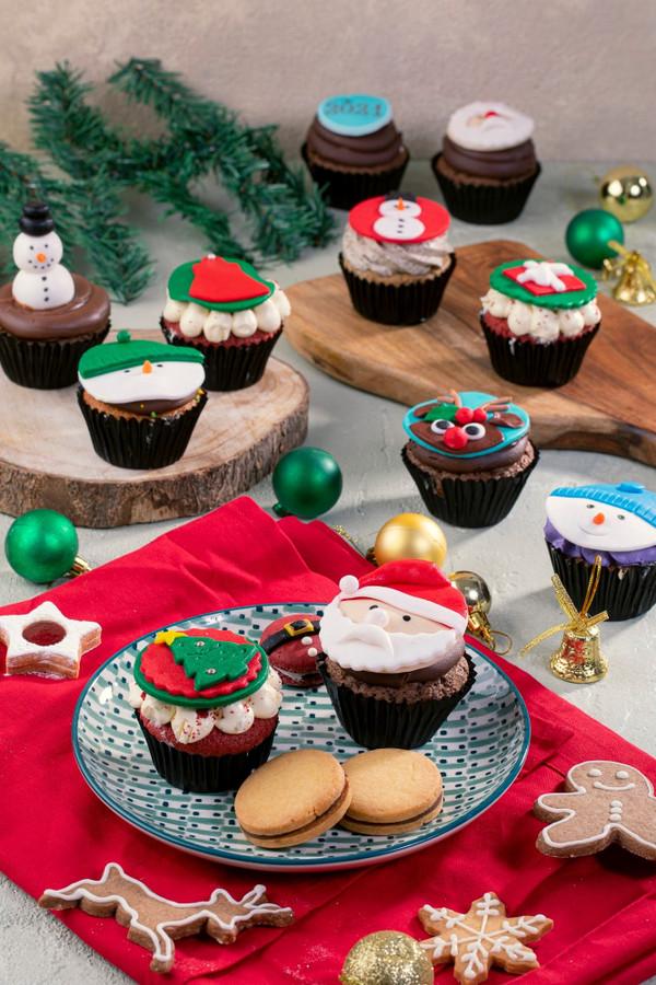8 Christmas Cupcakes