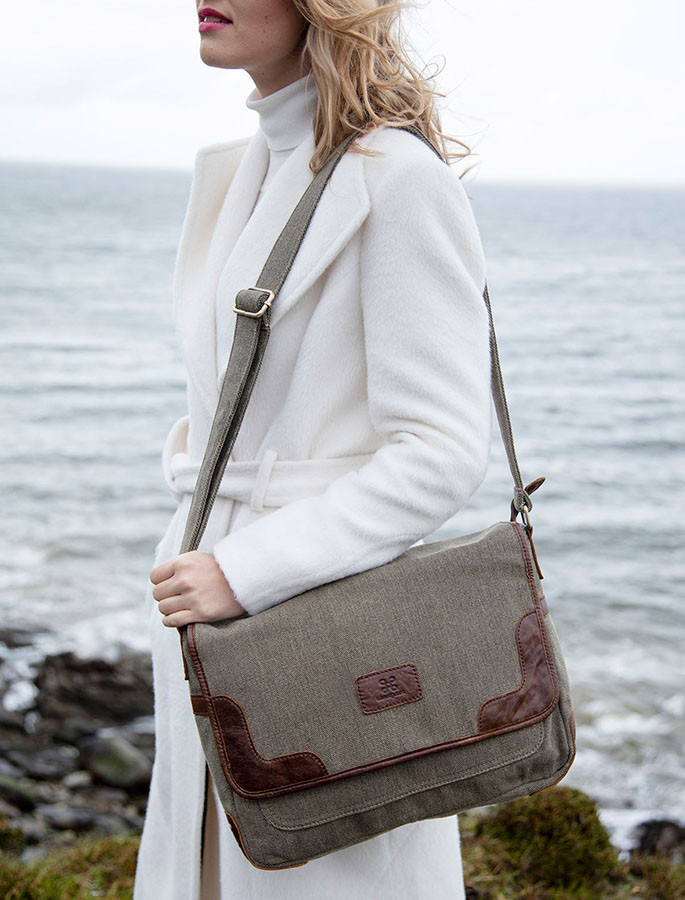 Traditional Tweed & Leather Book Bag