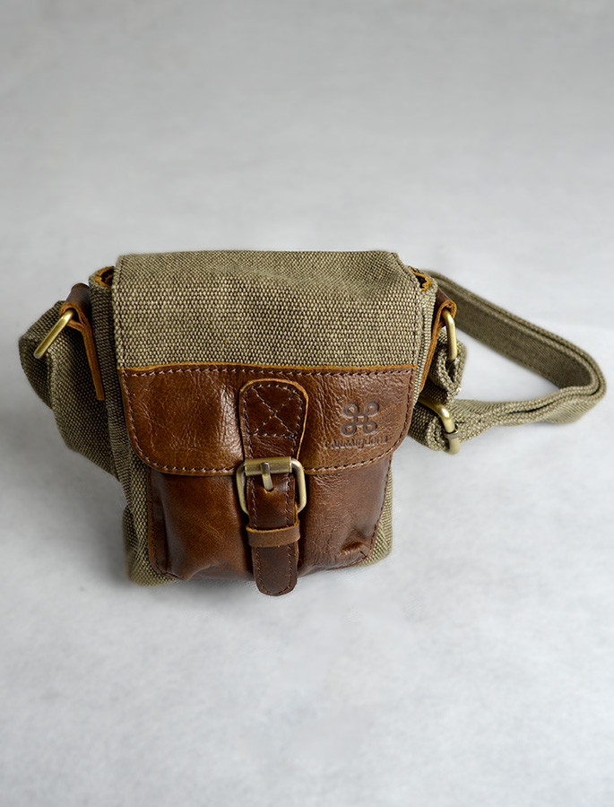 Small Traditional Tweed & Leather Flight Bag