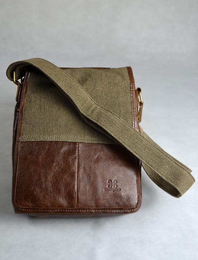 Traditional Tweed & Leather Bag with Handle