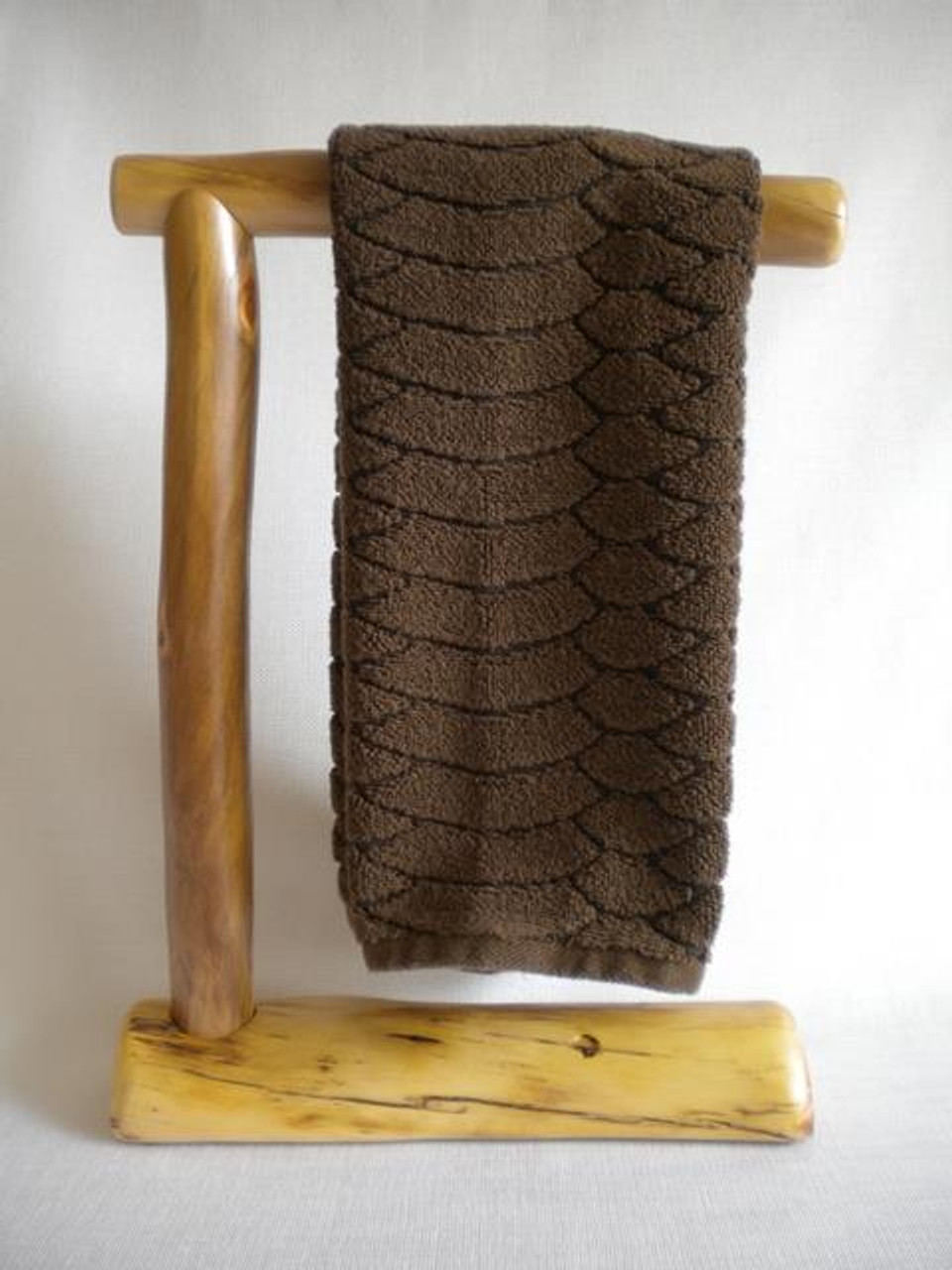 Picture of: Countertop Log Hand Towel Holder Clear Finish Rustic Log Decor