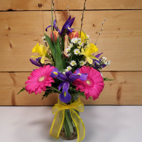 Splendid Spring (SCF19D24) by Savilles Country Florist.  Flower and Plant delivery to Orchard Park, NY and the surrounding area including same day delivery to Hamburg, West Seneca, East Aurora, Blasdell and Buffalo NY