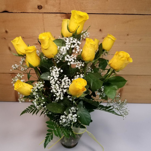 Yellow Roses Vased Bouquet (SCF8002) by Savilles Country Florist.  Flower and Plant delivery to Orchard Park, NY and the surrounding area including same day delivery to Hamburg, West Seneca, East Aurora, Blasdell and Buffalo NY