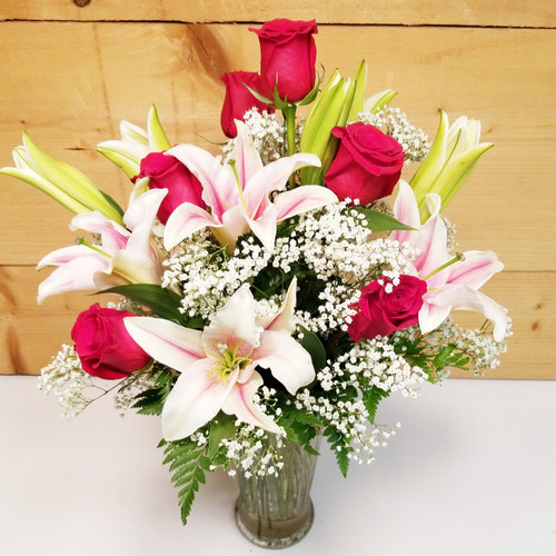 Always on My Mind (SCF17S04) by Savilles Country Florist.  Flower and Plant delivery to Orchard Park, NY and the surrounding area including same day delivery to Hamburg, West Seneca, East Aurora, Blasdell and Buffalo NY