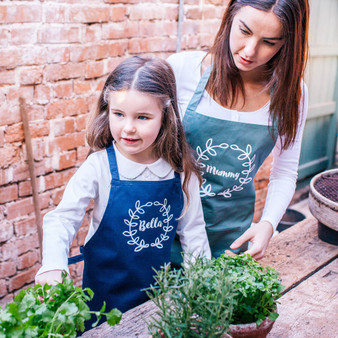 Wreath Gardening Apron Set