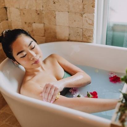 Incredible Benefits of Using Aromatherapy Bath Salts
