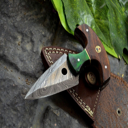 CUSTOM MADE DAMASCUS STEEL WALNUT WOOD HUNTING KNIFE WITH POUCH