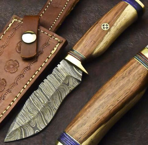 CUSTOM HAND FORGED DAMASCUS STEEL HUNTING KNIFE | WALNUT WOOD