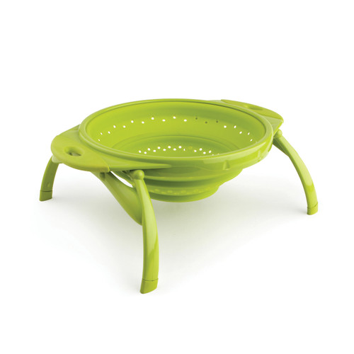 The collapsible colander expands to a capacity of up to 4 quarts. The unique design allows it to collapse down to a mere one and a half inches, the thickness of two dinner plates.