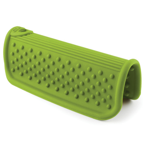"""• Silicone • Non-stick for easy cleaning • Non-slip • Heat-resistant • Dishwasher-safe Size: 4.25"""" x 4.25"""" x 2.75"""