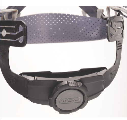 Lower nap strap increases balance and stability. Rachet is easily graspable even while wearing gloves.