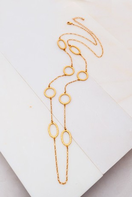 Lovely Linked Circles Necklace In Gold