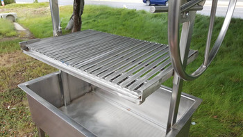 Santa Maria Argentine Gaucho grill with Stainless Argentine V Grates perfect for catching meat dripping and rolling them into a Drip pan.