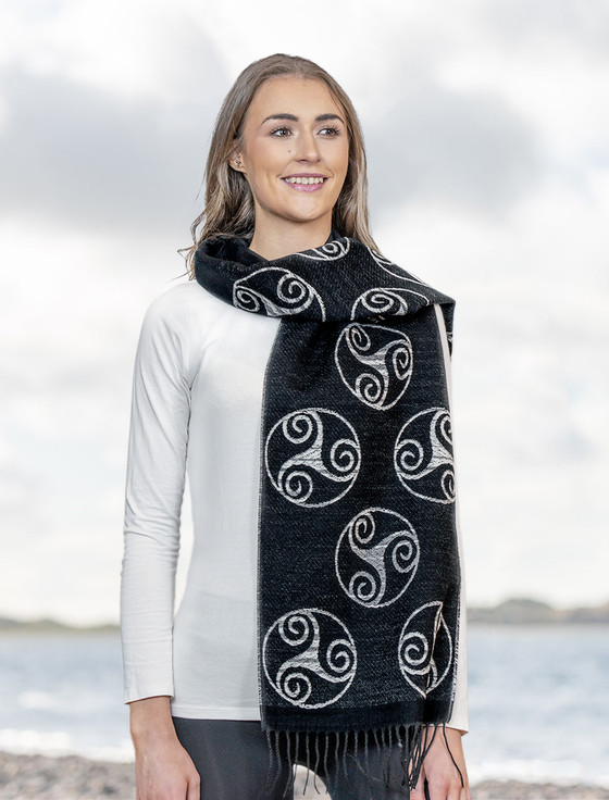 Celtic Spiral Scarf - Black & White