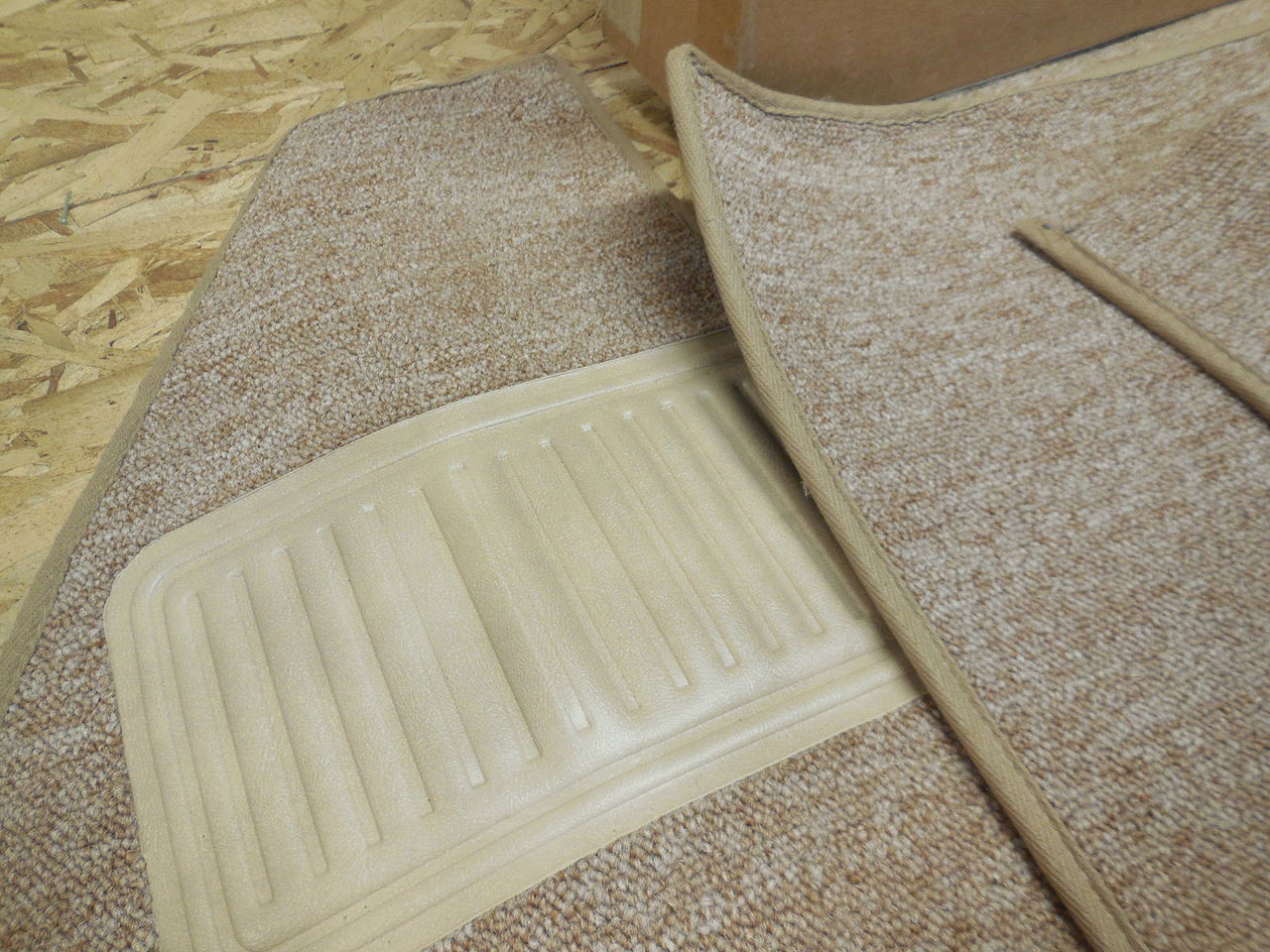 TMI  VW BUG  CARPET KIT 7PC,  62-64 WITH  FOOT REST OATMEAL W/CLOTH BINDING
