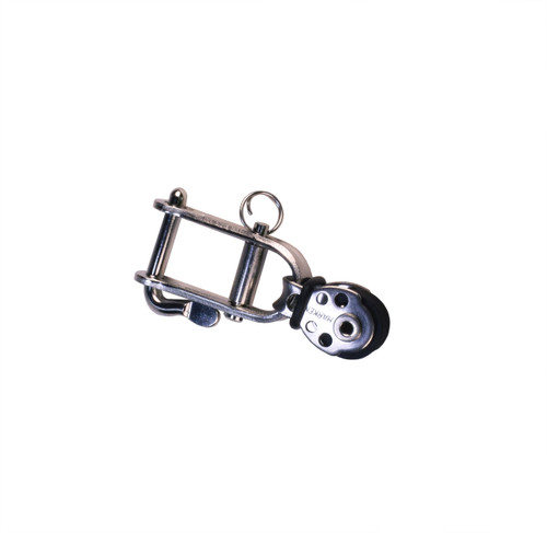 Laser outhaul clew shackle with block